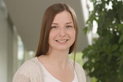 Svenja Müller betreut die Telefonzentrale bei der Förster-Technik GmbH